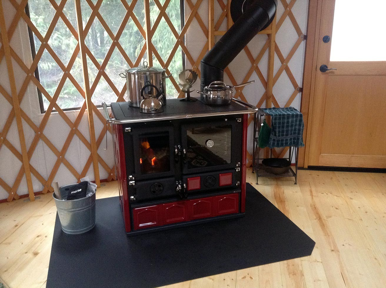 ... Wood burning cook stove in yurt ... - Wood Cook Stove La Nordica